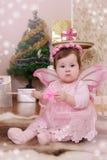 Bébé avec les ailes roses de papillon Images libres de droits