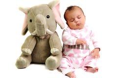 Bébé avec se reposer et dormir avec l'éléphant Photo libre de droits