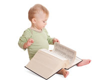 Bébé avec un grand livre photographie stock libre de droits