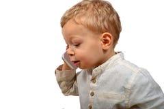 Bébé avec un téléphone portable photographie stock