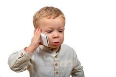 Bébé avec un téléphone portable images stock