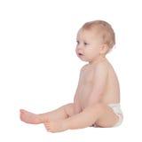 Bébé blond adorable dans la couche-culotte se reposant sur le plancher Photos libres de droits