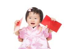 Bébé chinois avec la poche rouge images libres de droits