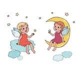 Bébé d'ange s'asseyant sur la lune et les nuages Image libre de droits