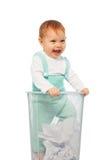 Bébé dans la poubelle photographie stock
