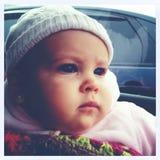 Bébé dans la voiture Photo stock