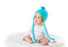 Bébé dans le chapeau de dinosaure Photo libre de droits