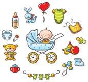 Bébé dans un bébé-chariot avec des choses de bébé Photo libre de droits