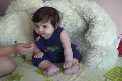Bébé de alimentation de mère banque de vidéos