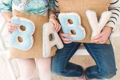 Bébé de bannière d'épouse de famille Images stock