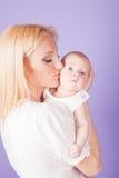 Bébé de bonheur d'amour de maman et de fils Photographie stock