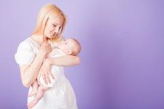 Bébé de bonheur d'amour de maman et de fils Image stock