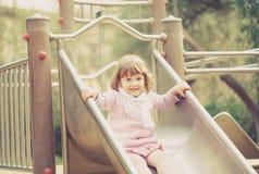 Bébé de deux ans sur la glissière Photos libres de droits