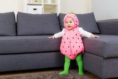 Bébé de l'Asie avec le habillage de Halloween photographie stock