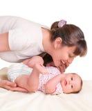 Bébé de P et sa mère image stock