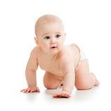 Bébé de rampement gai d'isolement sur le blanc Image stock