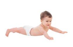 Bébé de six mois triste dans la couche-culotte se trouvant sur le plancher Images stock