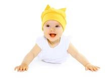 Bébé de sourire heureux dans le chapeau jaune Photos stock