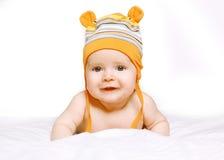 Bébé de sourire heureux de portrait dans le chapeau Photos stock