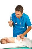 Bébé de vaccin de docteur Image libre de droits