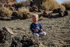 Bébé en parc national de Teide, Ténérife Photo stock