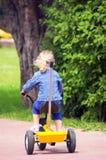 Bébé en stationnement Photos stock