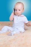Bébé et mobile Images stock