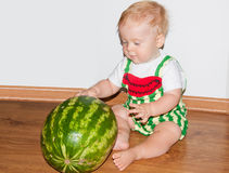 Bébé et pastèque Photographie stock libre de droits