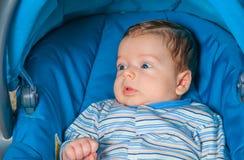 Bébé garçon à la maison Photos libres de droits