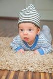 Bébé garçon à la maison Photographie stock libre de droits