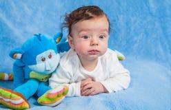 Bébé garçon avec le singe Photographie stock
