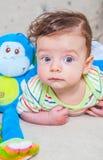 Bébé garçon avec le singe Photographie stock libre de droits