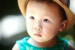 Bébé garçon d'été photographie stock libre de droits