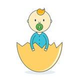 Bébé garçon dans la coquille d'oeuf avec la tétine Mâle humain nouveau-né dans la trappe Photographie stock libre de droits