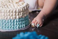 Bébé garçon de 1 an célébrant son premier anniversaire Image libre de droits