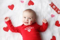 Bébé garçon mignon de Saint-Valentin images stock