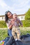 Bébé heureux avec la maman Images libres de droits