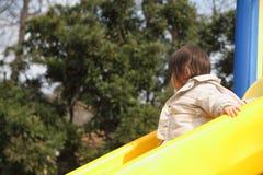 Bébé japonais sur la glissière Images libres de droits