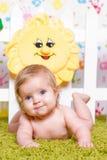 Bébé mignon avec de grands yeux bleus Image libre de droits