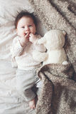 Bébé mignon dans le lit Photographie stock