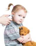 Bébé mignon de mesure de la température de docteur photo libre de droits