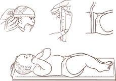 Bébé mignon se situant dans le mètre de taille dans une clinique Images libres de droits