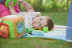 Bébé, moins que jouer an avec le jouet Photos stock