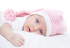 Bébé nouveau-né âge de sept semaines dans le chapeau Image stock