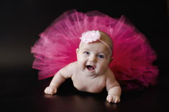 Bébé nouveau-né dans la jupe Photos libres de droits
