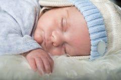 Bébé nouveau-né de mâle de foyer sélectif de détails Photos libres de droits