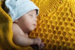 Bébé nouveau-né de mâle de foyer sélectif de détails Photo libre de droits