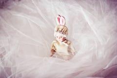 Bébé nouveau-né de poupée en céramique Photographie stock libre de droits