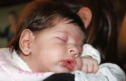 Bébé nouveau-né doux et innocent photos stock