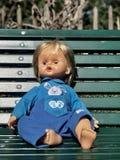 Bébé - poupée prenant le soleil images libres de droits